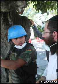 A Bolivian soldier under the command of the United Nations in Port-au-Prince briefs Chabad-Lubavitch Rabbi Shimon Pelman on earthquake relief efforts. (Photo: Marc Asnin/Chabad.org)