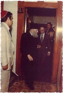 Prime Minister Begin follows the Rebbe, after refusing the Rebbe's offer to enter first. (Photo: Velvel Schildkraut (Michele) Studios/Kahn family)