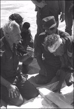 Generals consult each other in the midst of the Yom Kippur War. (Photo: Yossi Greenberg/GPO)