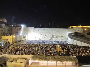 Final Selichot, Erev Yom Kippur, 2AM, Sept.17,2010, Western Wall (photo credit: Gutman Locks)