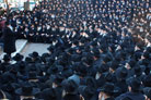 """Thousands of Rabbis Assemble for """"Class Picture"""""""