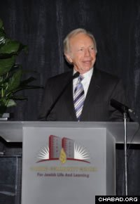 U.S. Sen. Joseph Lieberman addresses the Chabad Community Center for Jewish Life and Learning in Oklahoma City, Okla.