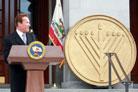Outgoing Gov. Schwarzenegger Helps Distribute Chanukah Gifts