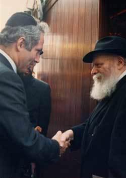 Prime Minister Benjamin Netanyahu with the Rebbe, Rabbi Menachem Mendel Schneerson, of righteous memory. (Photo: Lubavitch Archives)