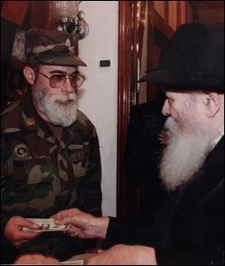 Chaplain Godstein with the Rebbe
