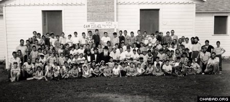 Campers at the original Camp Gan Israel in upstate New York pose for a group picture in 1958. (Photo: Agudas Chasidei Chabad Library/Lubavitch Archives)