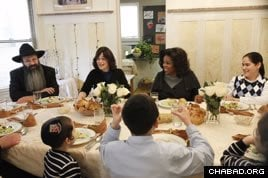 Oprah Winfrey sits down with Rabbi Aron and Shterna Ginsberg and their family. (Photo: George Burns / Harpo, Inc.)