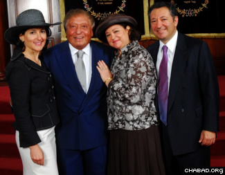 Sami Rohr (2nd from left), poses with (from left) daughters Evelyn Katz and Lilian Tabacinic, and son George, at The Shul, in Surfside, FL.