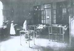 Le soin des patients à l'hôpital que Dr Moshé Wallach fonda en 1892.