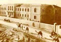 L'Hôpital Shaarei Tzedek sur la rue Jaffa, construit par le Dr Wallach en 1902.