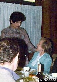 Miraim Gordon speaks to a member of the Maplewood, N.J., Jewish community.