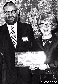 Rabbi Hecht and his wife Liba receive an award from the Union of Orthodox Jewish Congregations of America in Washington, D.C. Photo: Lubavitch Archives