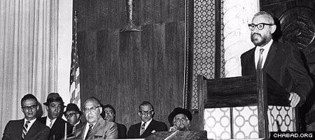 Rabbi Abraham Hecht at a memorial service for Sephardic philanthropist Isaac Shalom, 1968. Photo: Lubavitch Archives