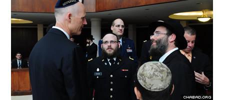 Gov. Scott with Rabbi Menachem Katz and Chaplain 1st Lt. Mendy Stern (center)