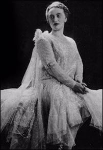 Rebbetzin Chaya Mushka Schneerson on her wedding day in 1928