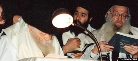 Reb Leibel with the Rebbe at the kiddush levana ceremony at the conclusion of Yom Kippur.