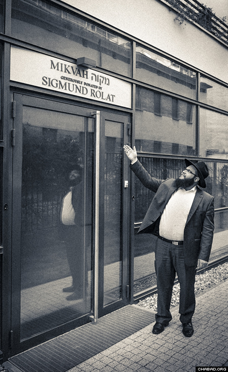 Rabbi Shalom Dovber Stambler at the Warsaw mikvah. (Photo: Clifford Lester)