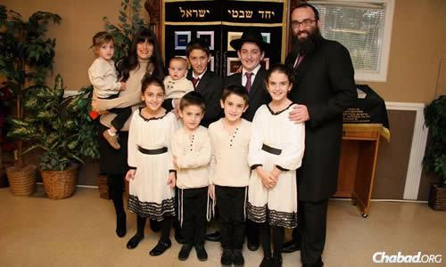 Rashi Minkowicz and her family