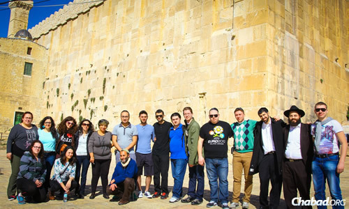 Sixteen deaf participants took part in an eight-day trip to Israel, geared for Russian Sign Language young men and women from all over the world.
