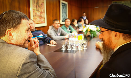 Edelstein speaks with Chief Rabbi of Russia Berel Lazar. The trip was sponsored by the Chabad Global Jewish Youth Initiative, funded by the Mirishvilli family.