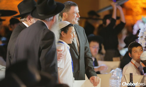 The bar mitzvah boys celebrated with rabbis and dignitaries from across the Israeli political spectrum. (Photo: Colel Chabad)