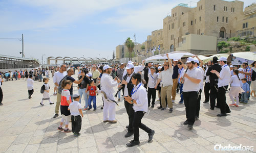 A group of 113 orphaned boys from across Israel, along with friends and family, make their way to the Western Wall (Kotel) in Jerusalem to celebrate their bar mitzvah. (Photo: Colel Chabad)