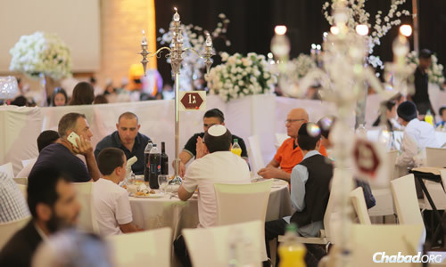 The day wrapped up with a huge banquet at Binyanei Hauma, the Jerusalem International Convention Center. (Photo: Colel Chabad)