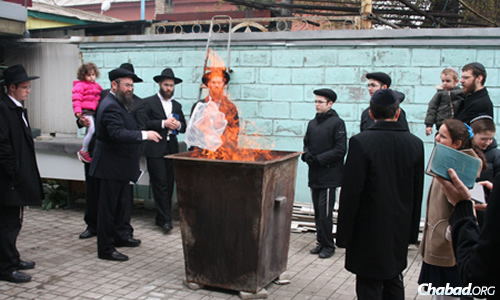 Jews in Donetsk burned their chametz prior to the start of the eight-day Passover holiday.