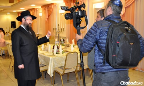 Rabbi Pinchus Vishedski, Chabad representative of Donetsk, Ukraine, was interviewed by Israel's Channel 9 prior to the seder on the first night of Passover.