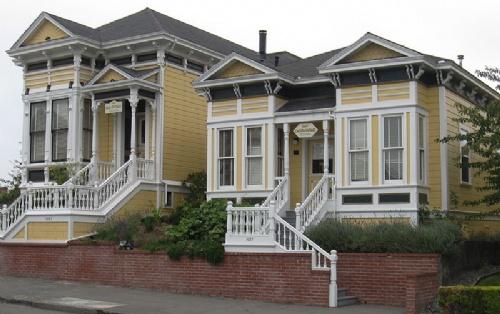 800px-Eureka,_California_two_yellow_houses.jpg