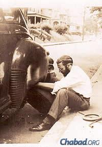 A man of many talents: Changing a flat tire in 1948