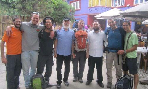 """מטיילים עם הרב חזקי ליפשיץ בבית חב""""ד נפאל (תמונת אילוסטרציה)"""