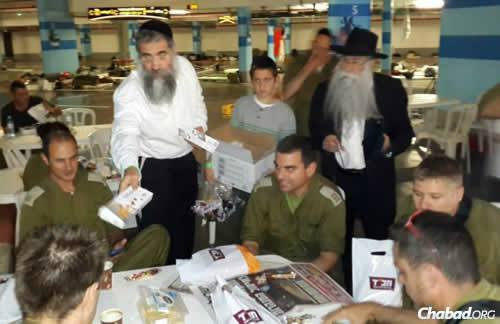 Rabbi Yitzchok Minkowitz, director of Chabad-Lubavitch of Southwest Florida, left, and Rabbi Menashe Perman, director of Chabad of Chile volunteered with Chabad Terror Victims Project staff to deliver packages to troops before Shabbat. (Photo: CTVP)