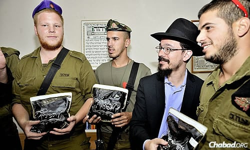 A rabbi presents a group of Israeli soldiers with a special gift - Their own pairs of kosher tefillin.