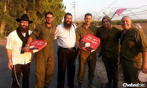 Rabbi Zalman Traxler, left, and Rabbi Danny Cohen, both of Chabad of Hebron, deliver hot pizzas to hungry soldiers in the field.