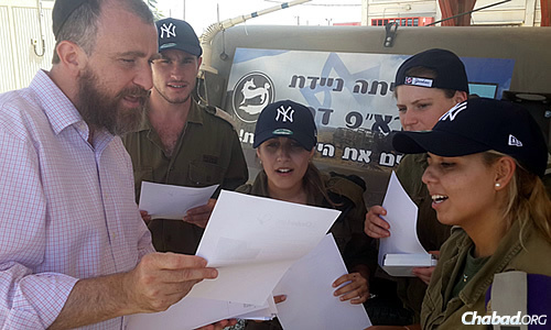 Swerdlov and fellow CTVP staff handed out the letters, along with whatever else they were bringing that day—be it ice-cream, New York Yankees baseball caps, or bags filled with toiletries or snacks. (Photo: CTVP)