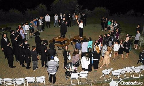 Teens and adults alike shared in the Havdalah ceremony, which marks the conclusion of Shabbat and the beginning of a new week. (Photo: Itzik Roytman)