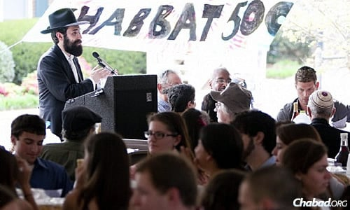 Chabad Rabbi Michoel Refson at the annual Shabbat 500—with 500 or more participating students—at the University of Georgia in Athens. When he and his wife, Chana, arrived in 2005, only four students sat around their Shabbat table.