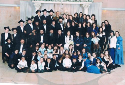"""משפחתו של משה ועוזית שניאורסון כשהמשפחה עדיין הייתה """"קטנה""""..."""