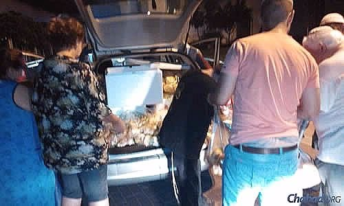 Receiving an emergency delivery of food for Shabbat in missile-battered Sderot. (Photo: Colel Chabad)