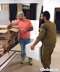 Volunteers in Sderot help package food for the needy. (Photo: Colel Chabad)