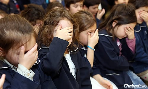 Young girls learn to recite their prayers as part of their comprehensive education. (Benams Photo)