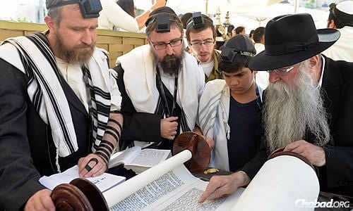 Reading from the Torah, as Perman helps point out the text. (Photo: Meir Alfasi)