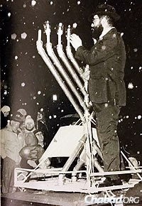 Rabbi M. Hurwitz in Harrisburg, Pa., lighting a menorah on a car roof, 1987.