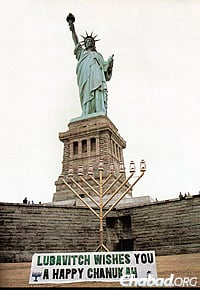 In 1986, for the first time, a giant menorah was put up by the Lubavitch Youth Organization at the base of the Statue of Liberty, whose famous torch serves as a beacon of freedom to immigrants entering New York.