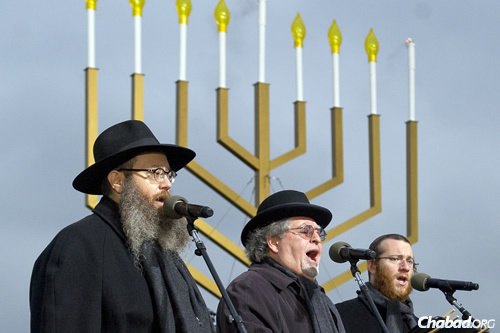 """""""The Three Cantors"""" sing at the National Menorah Lighting in Washington, D.C. (Photo: Ron Sachs)"""