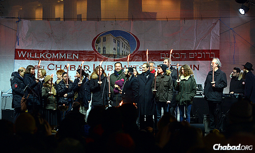 Part of the program included people of all ages holding torches, symbolizing their participation in the holiday ritual and exhibiting that light can overcome darkness. (Photo: David Osipov)