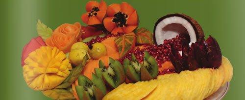 """צלחת פירות ט""""ו בשבט חגיגית. יש נוהגים למצוא כל שנה פרי ממין חדש ואקזוטי שטרם הכירו.."""