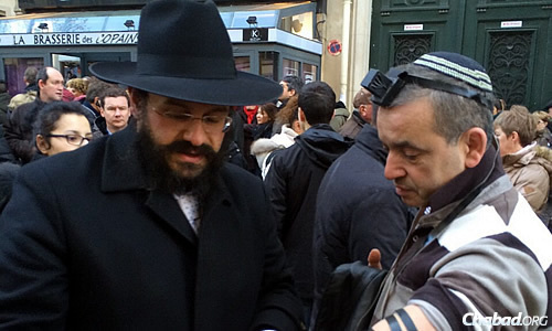 On a Facebook posting on Monday morning, Rabbi Yosef Yitzchok Amar of Beth Chabad Seine et Marne in France called for a million Jews to wear their kipahs visibly.