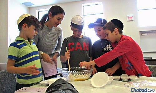 "More than 150 people gathered last Sunday at Chabad of Markham in Canada to make muffins for Toronto's homeless as part of the ""Tikkun Olam Project."" (Photo: Chaya Gelman)"